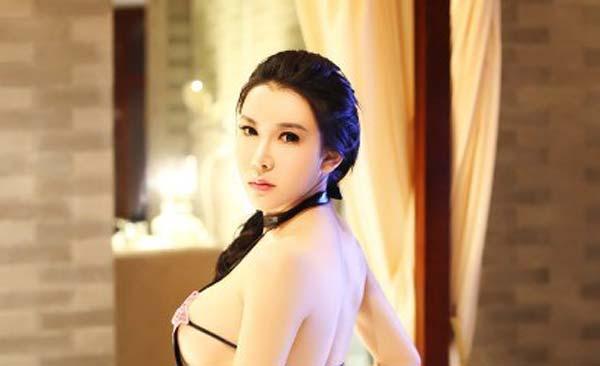 Cung Nguyệt Phi của phim sex Tân Kim Bình Mai khoe ngực khủng 1364833376839