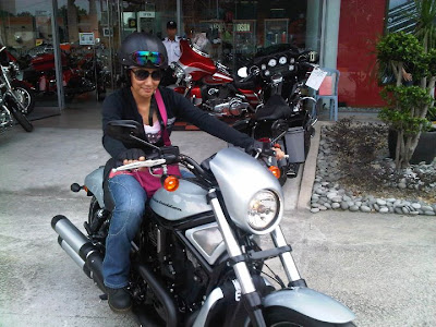 Gambar Erra Fazira dan Harley Davidson