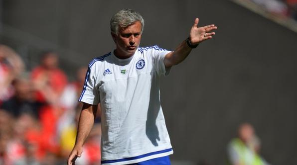 Mourinho Lemparkan Medali Ke Penonton