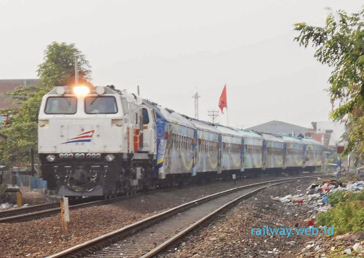 gambar kereta api penataran ekspres