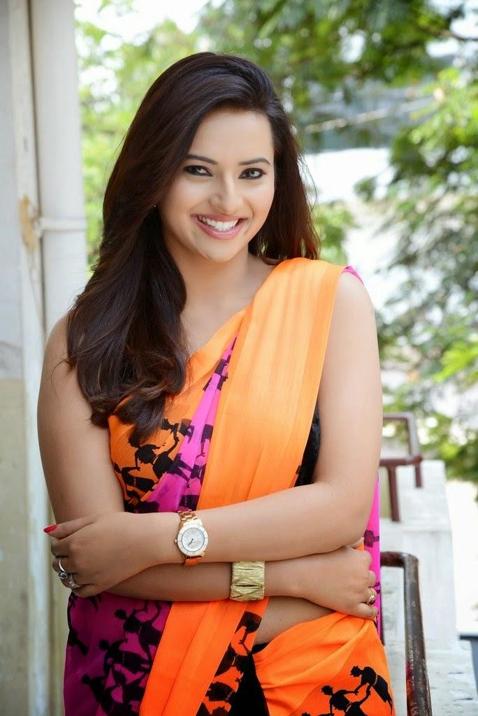 Telugu Actress Isha Chawla Looks Gorgeous in Saree Photoshoot