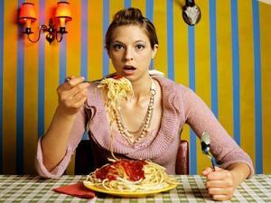 wanita-makan-spaghetti