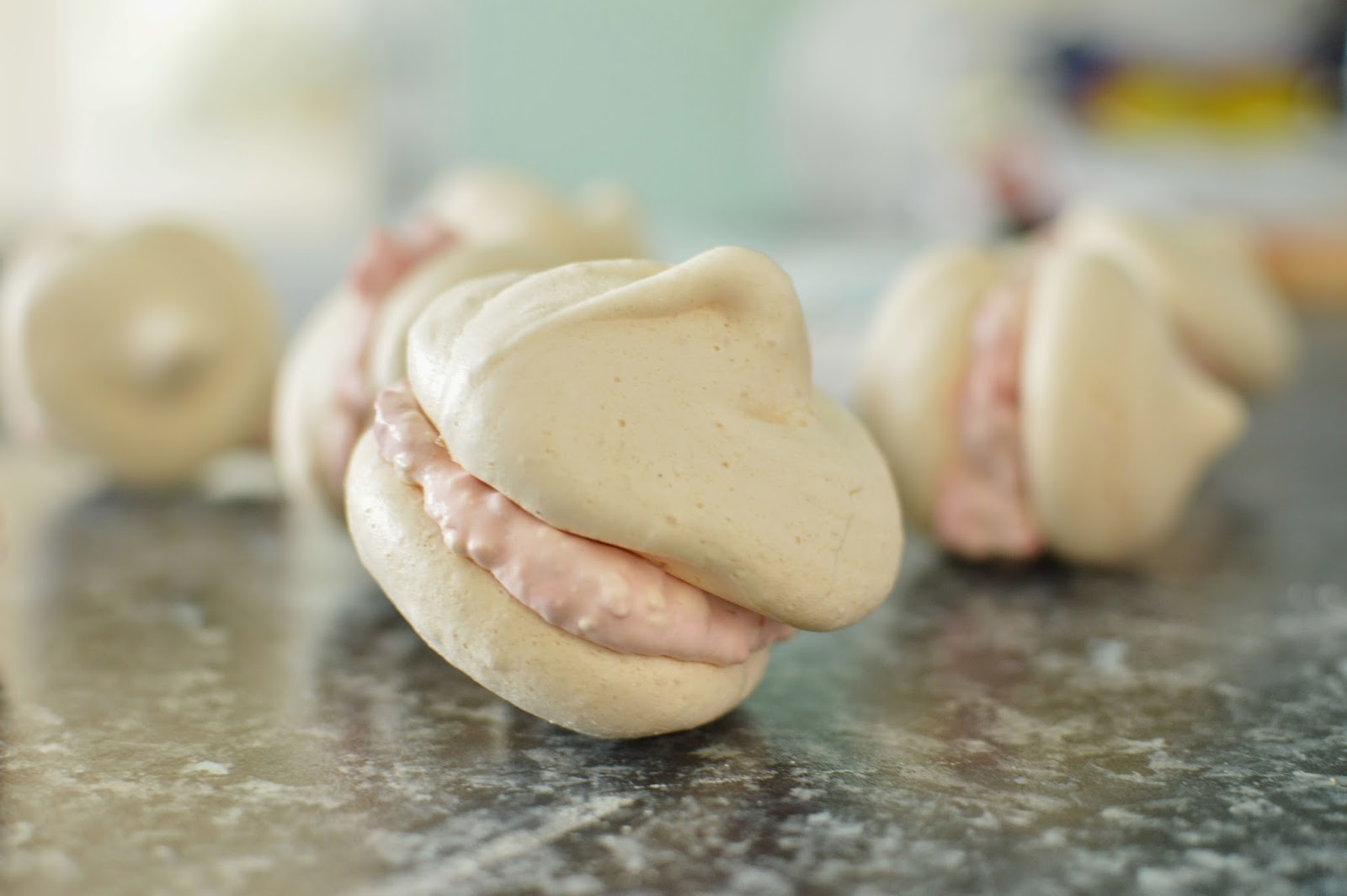 RECIPE RASPBERRY CREAM MERINGUES