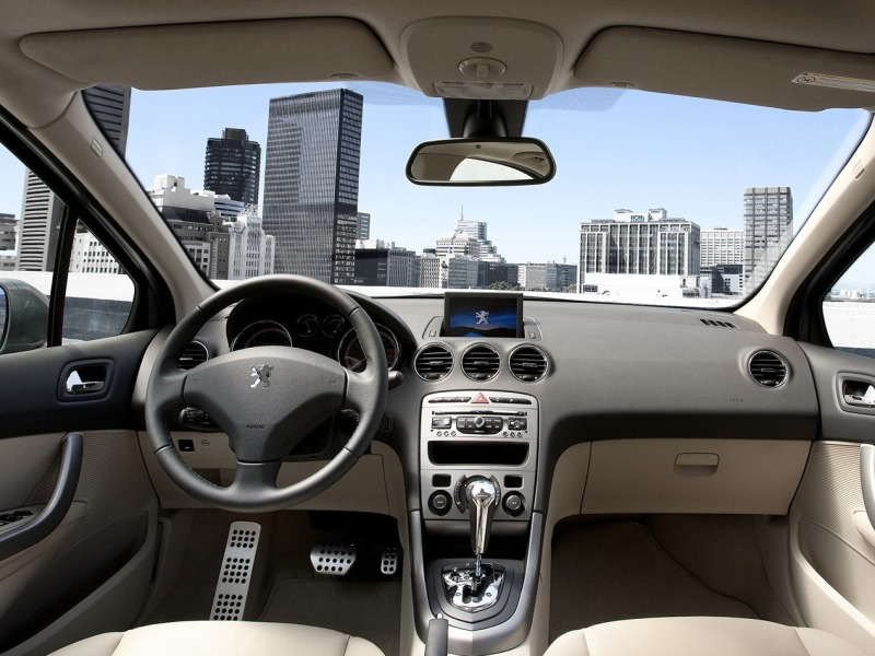 The latest cars 2012 peugeot 408 for Interior 408 allure
