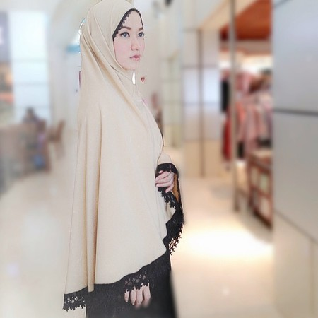 Gamis Dan Hijab Ala Lyra Virna Busana Muslim Murah Share