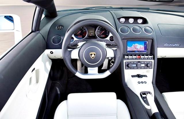2016 Lamborghini Gallardo Interior