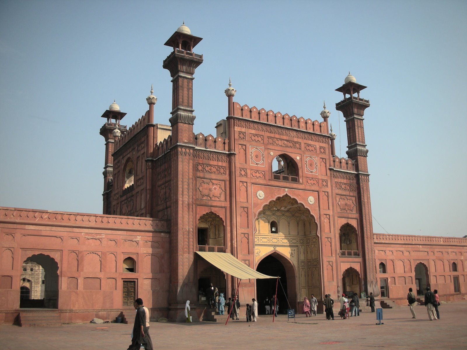 visit to lahore fort Best historical places in lahore as lahore city is known for its historical places and among them minar-e-pakistan, badshahi mosque, lahore fort is.
