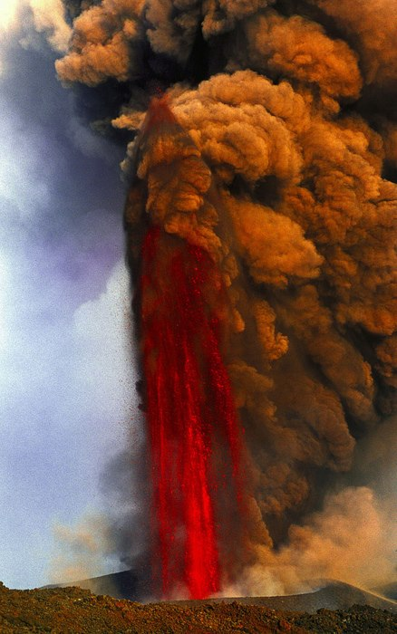 Lava-fountain-amazing-picture