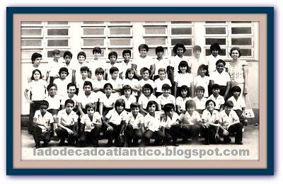 """Foto da turma da 4ª série """"H"""", EMPG Pedro II, Santos, 1975."""