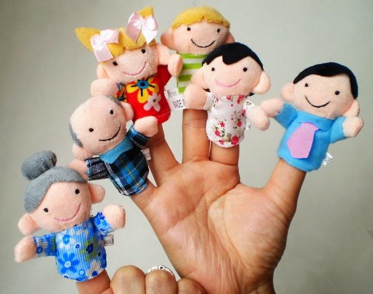 Boneka lucu berupa boneka jari family.