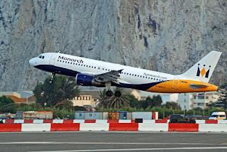 samolot pasażerski startuje