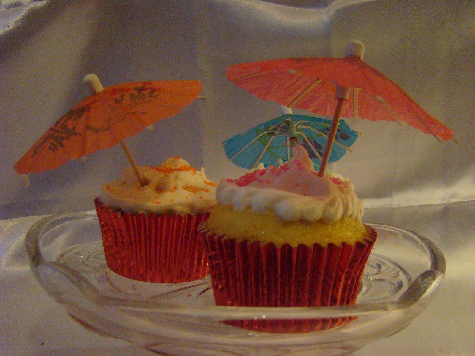 http://1.bp.blogspot.com/--EWZ76fD4es/UCxRIsKtJgI/AAAAAAAADUs/C6P7hF40iiI/s1600/a3+umbrella+cupcakes.JPG