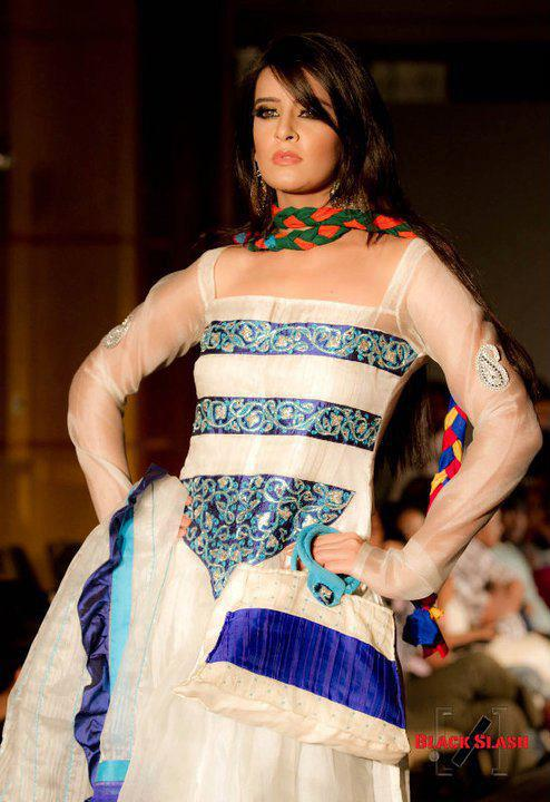 bangladesh Fashion Show Girl Ruma some picture collection