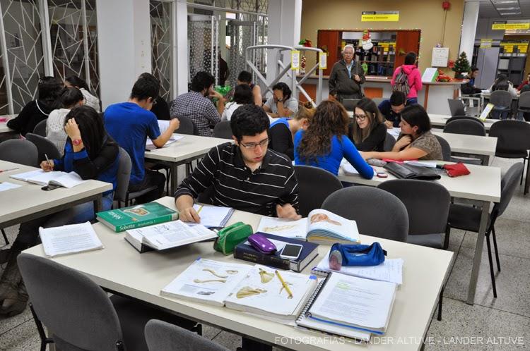 Estudiantes a la espera de la apertura de los cursos intensivos. (Foto Archivo)