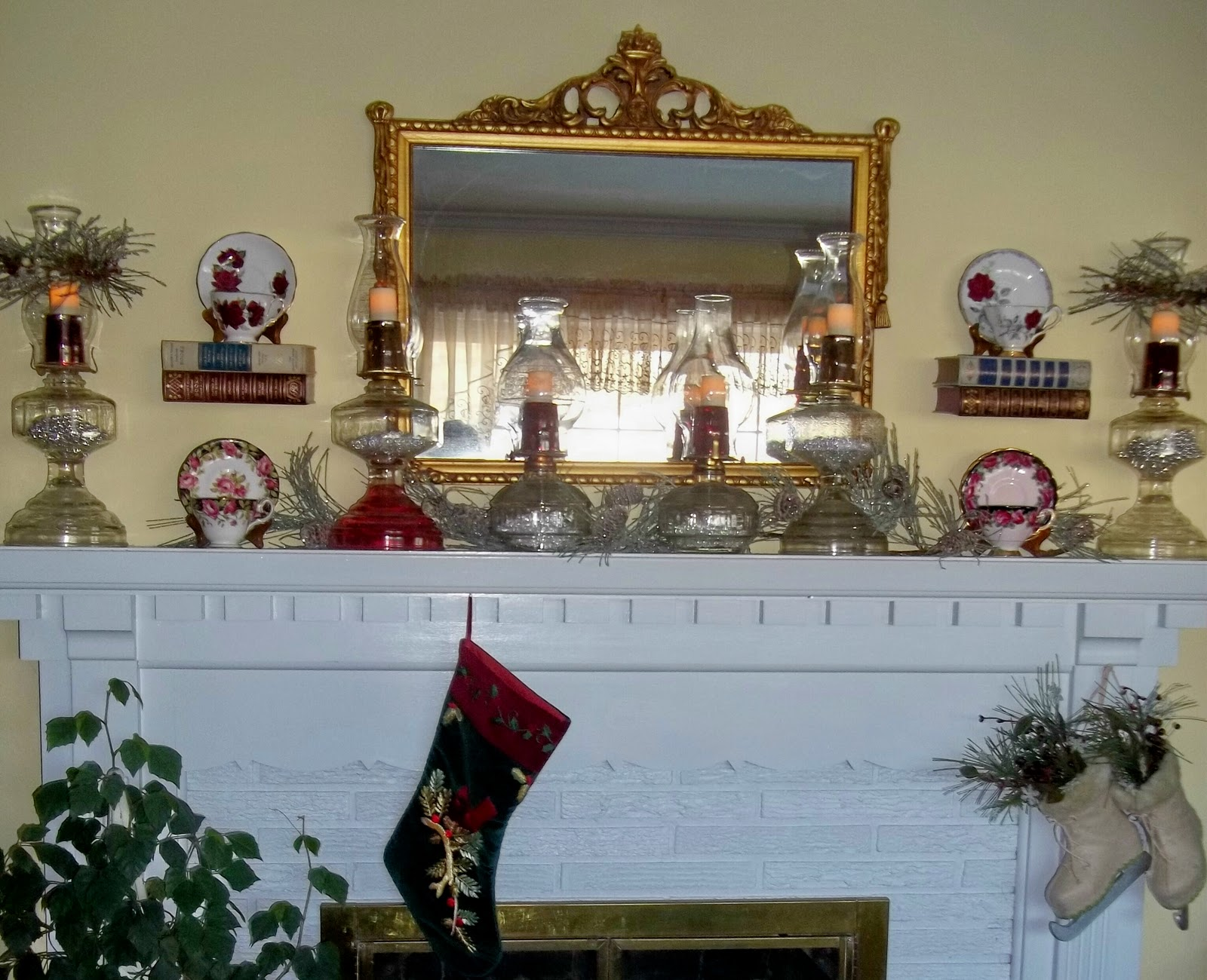 Christmas decorating 2011 a romantic mantel with vintage for Lamp decoration ideas