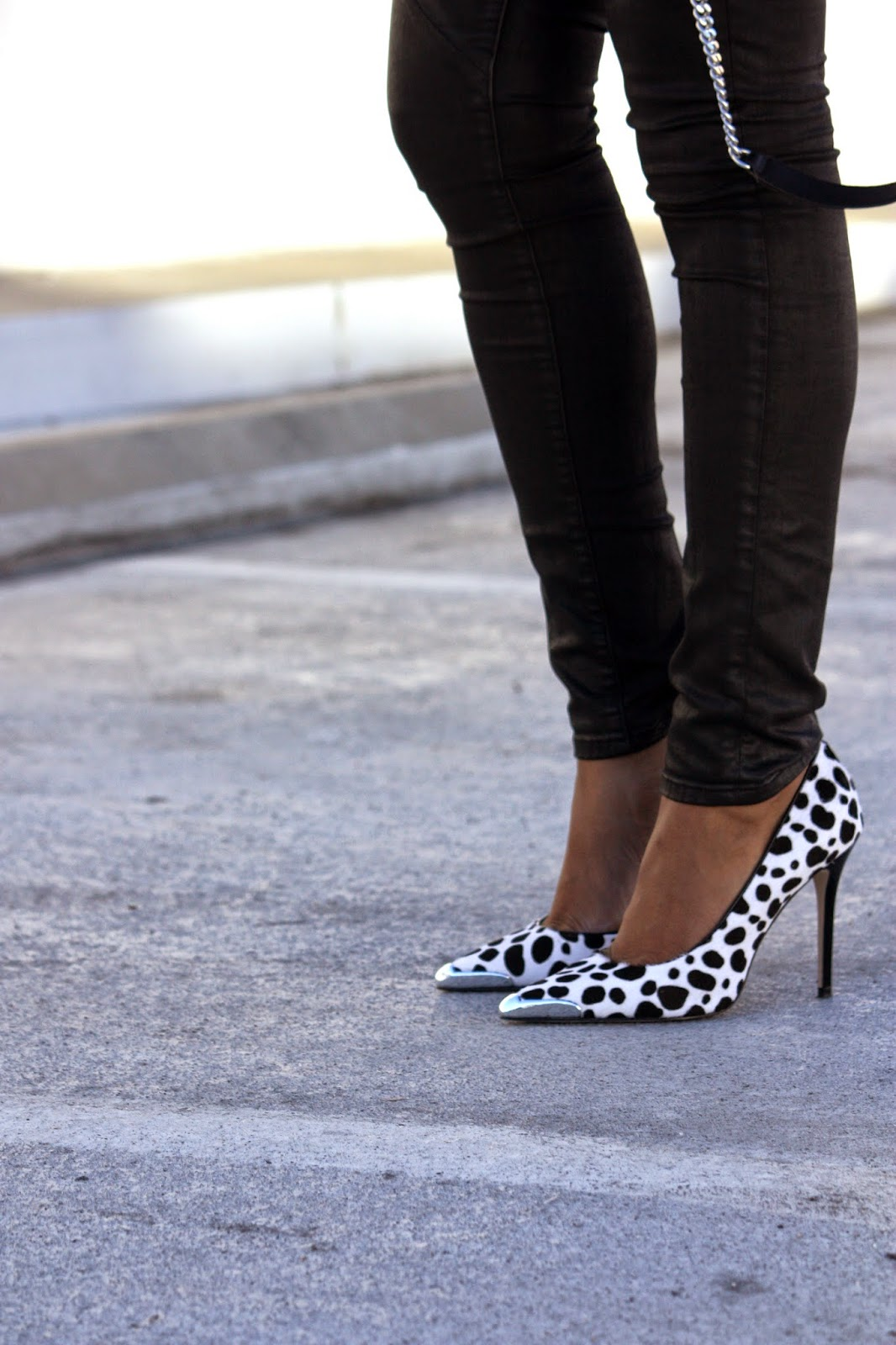Wearing Guess pointed-toe Beilany pumps