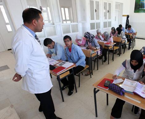 وزيرة التربية تؤكد أنه لن يتم ترسيم الأساتذة الناجحين حتى مصادقة الوظيف العمومي 2012-enseignant_02_5