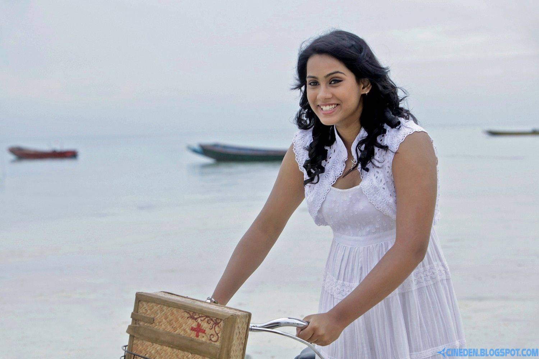 No competition with sister Karthika: Thulasi Nair