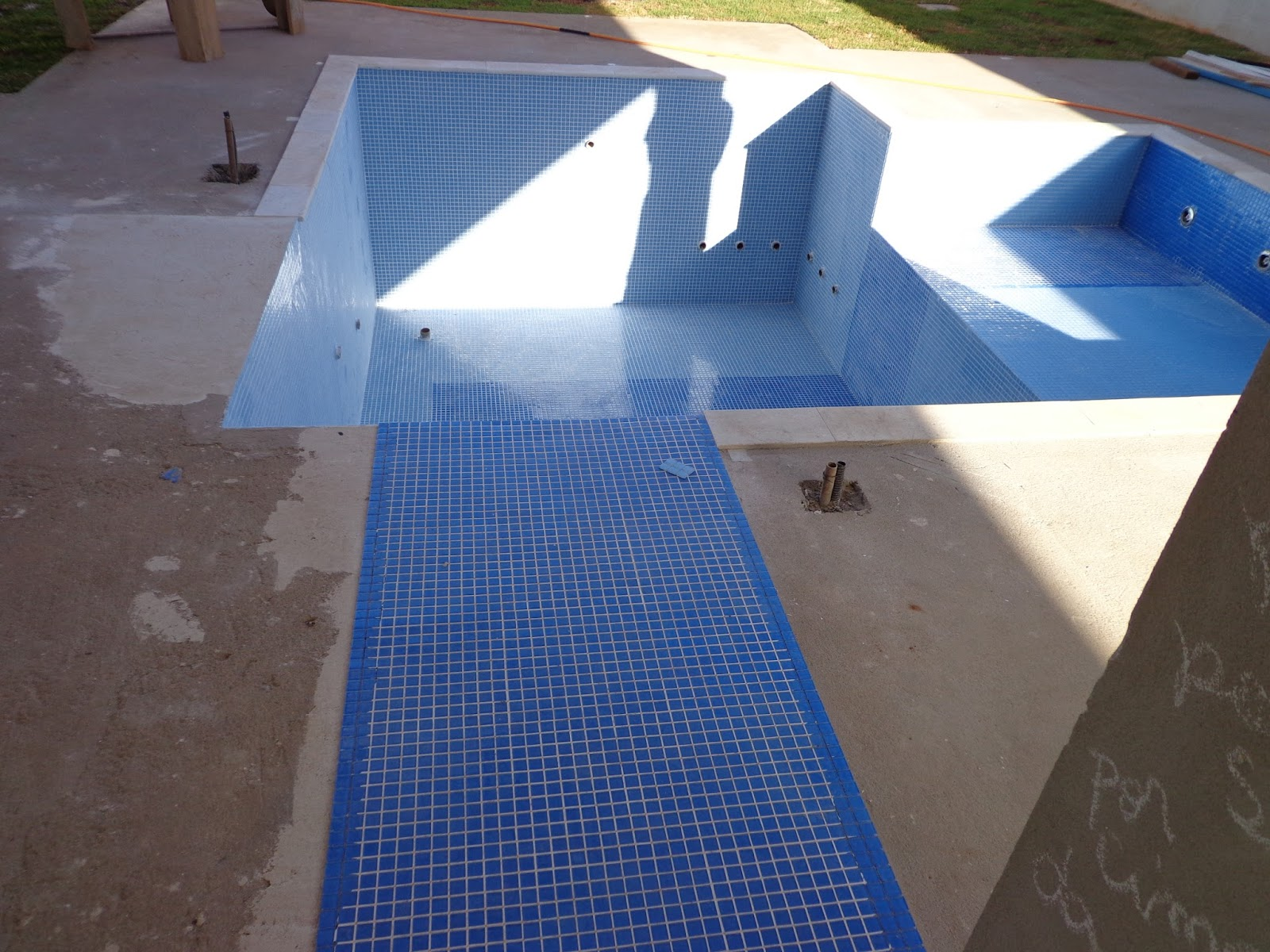 Casa constru o 70a e 71a semana piscina e jardim e for A tua piscina ta cheia de ratos