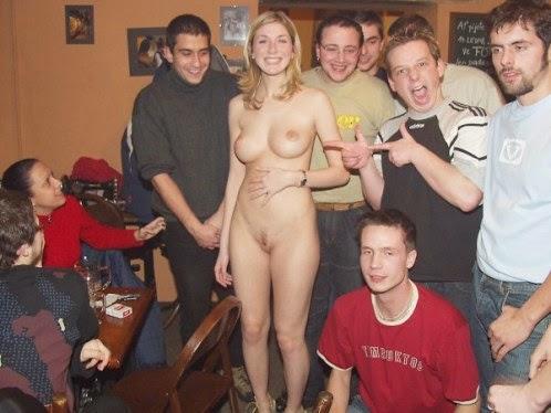 публичное фото голой жены