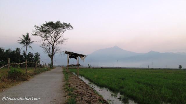 Pemandangan sekitar Rawa Pening