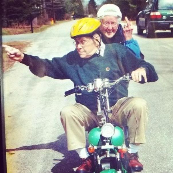 16 Elderly Couples Prove You're Never Too Old To Have Fun - Staying Young!