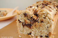 Plum cake de muesli y nueces con gotas de chocolate