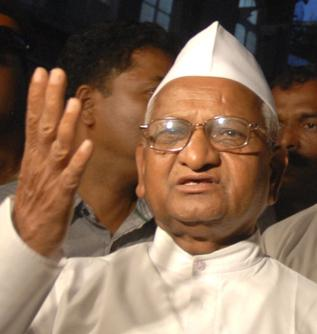 24 SEVEN 365: Hero's welcome for people's champion Hazare