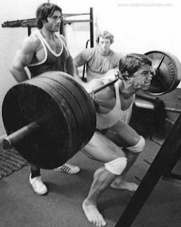 "ARNOLD ""THE OAK"" SCHWARZENEGGER, FRANCO ""SARDINIAN WARRIOR"" COLUMBO LEGS WORKOUT HEAVY SQUATS - GOLD'S GYM VENICE, CA '70S MASTER CLASS - 4-day one-on-one intensive personal training with ROBBY ROBINSON in Gold's gym Venice, CA and nutrition & supplementation seminar -  ▶ www.robbyrobinson.net/master-class.php"
