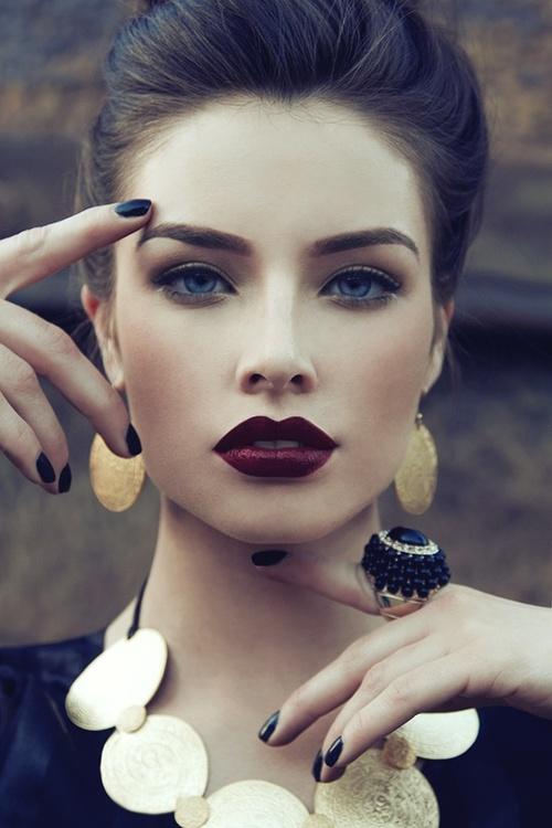 vampy lips classy model