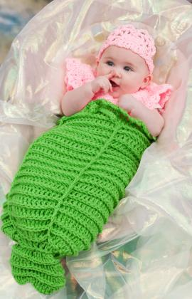 Crochet Pattern For A Baby Bonnet : Miss Julias Patterns: Free Patterns - 22 Baby Cocoons to ...