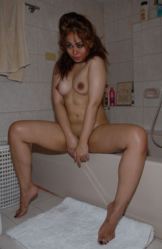 Nude MILF Spreads Her Legs