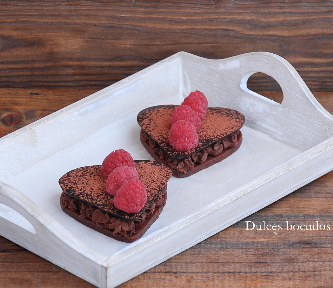 Corazones de galleta con mousse de chocolate - San Valentin - Dulces bocados