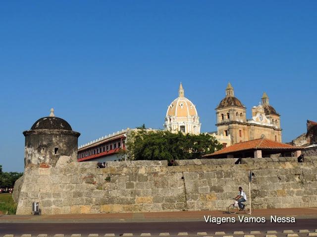 Muralhas de Cartagena e as torres do Templo de San Pedro Claver