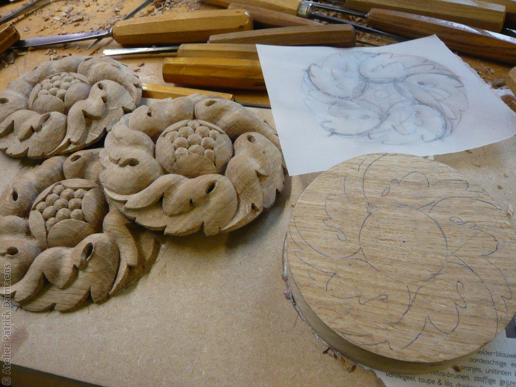 Sculpture ornementale patrick damiaens rosace circulaire motifs de feuille - Sculpture sur bois motifs ...