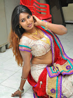 Swathi Naidu sizzling look in Traditional Attire-cover-photo