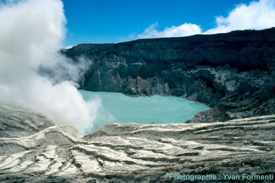 http://www.wisatagunungbromo.com/2013/02/kawah-gunung-ijen-wisata-ijen.html