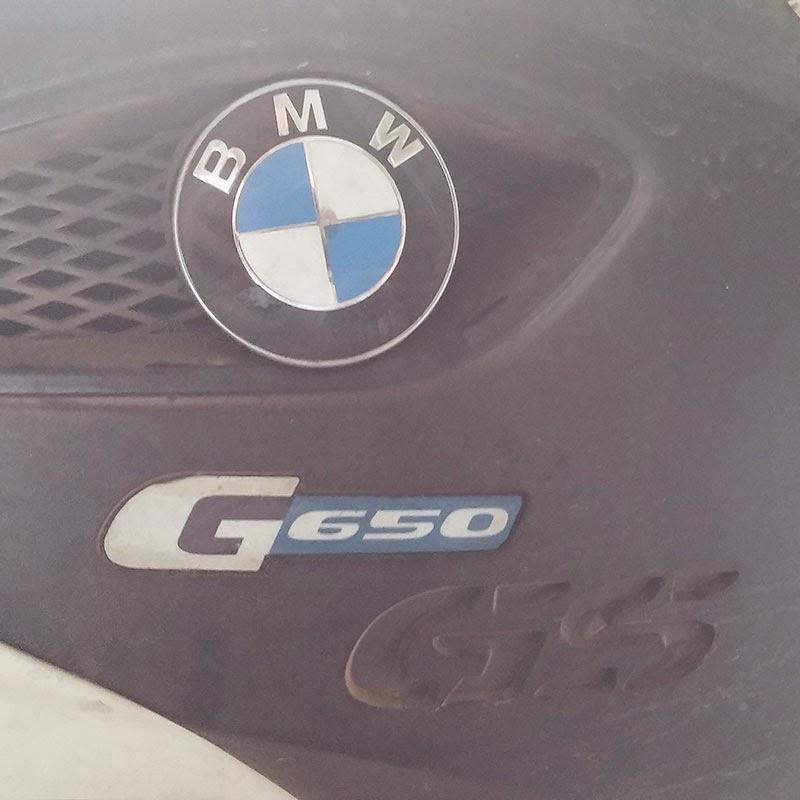 Moto com o emblema da BMW.