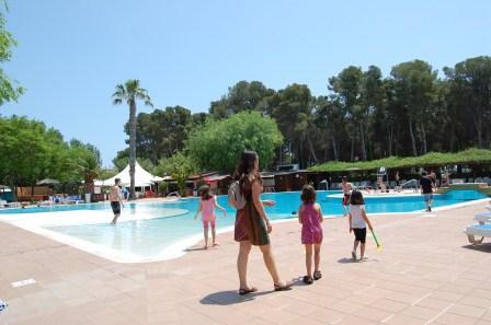 Camping en la playa con ni os tarragona viajar con ni os - Camping con piscina climatizada en tarragona ...