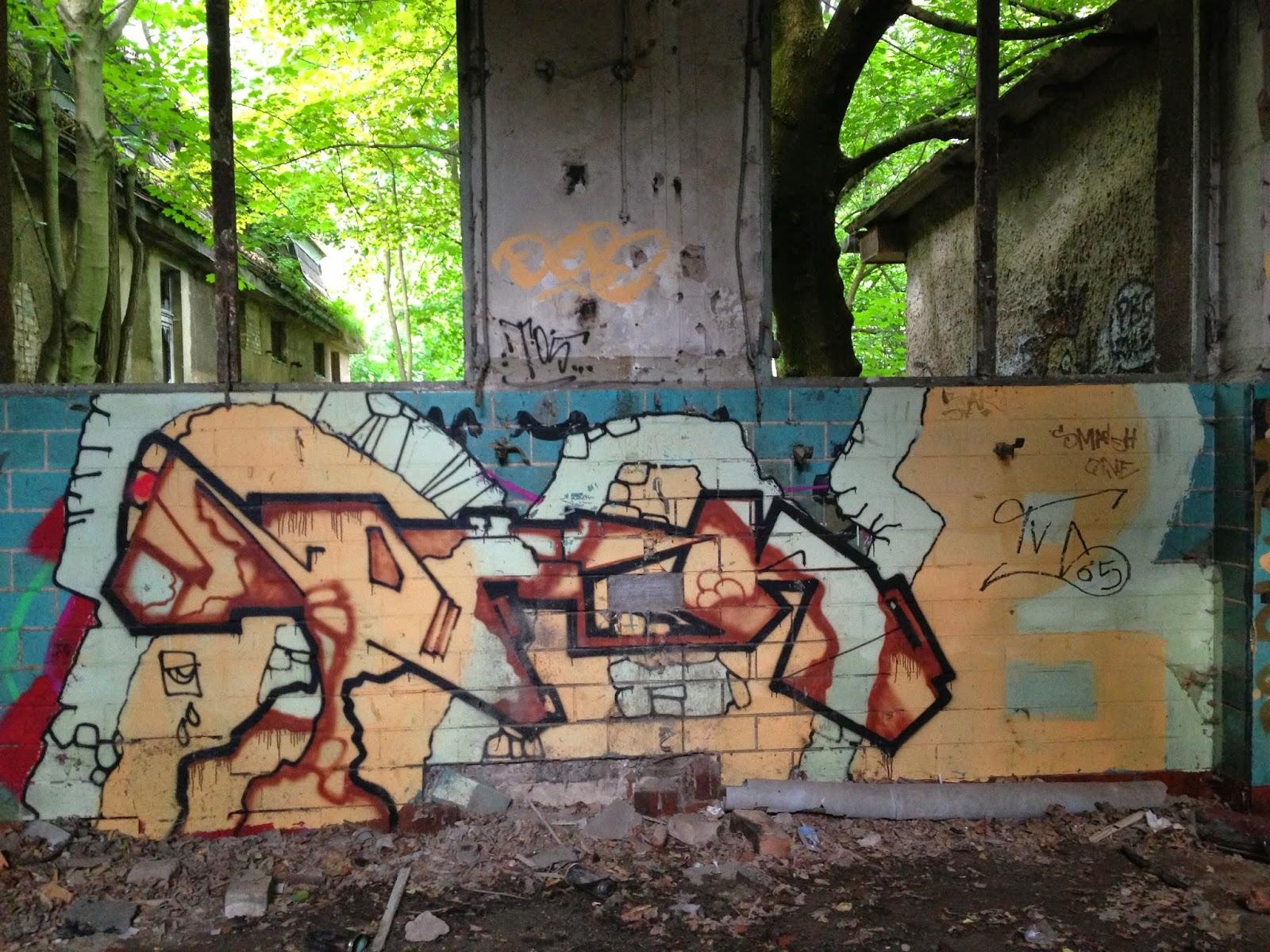 Berlin Street Art verlassene Klink Kinderkrankenhaus Weissensee verlassen Kunst Monster Geist