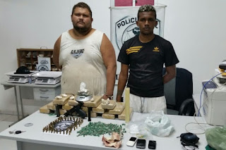 Polícia prende dois homens com arma e vários tipos de drogas