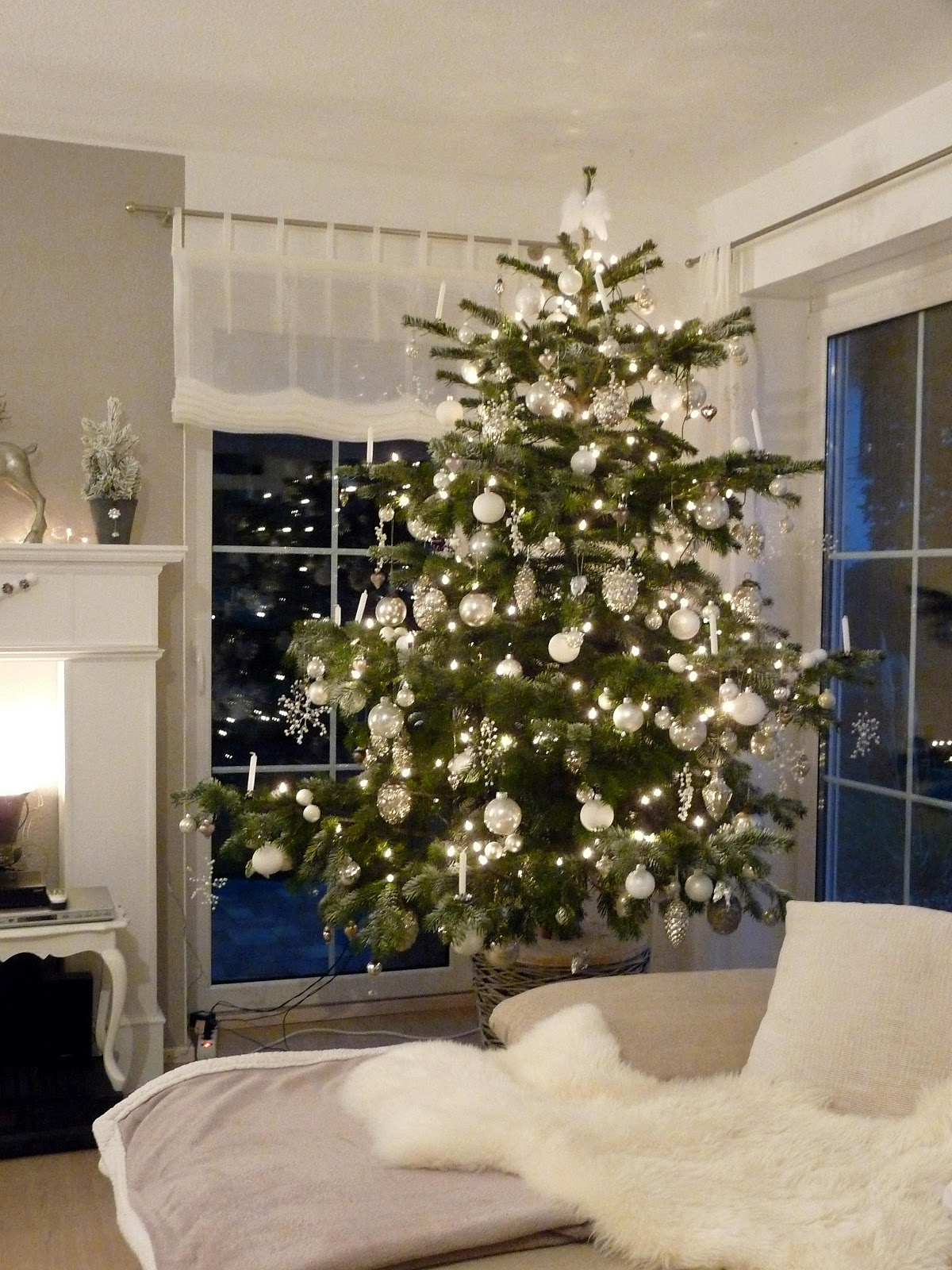 weihnachtsbaum wei silber my blog. Black Bedroom Furniture Sets. Home Design Ideas