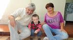 Los abuelos con el nieto más chico