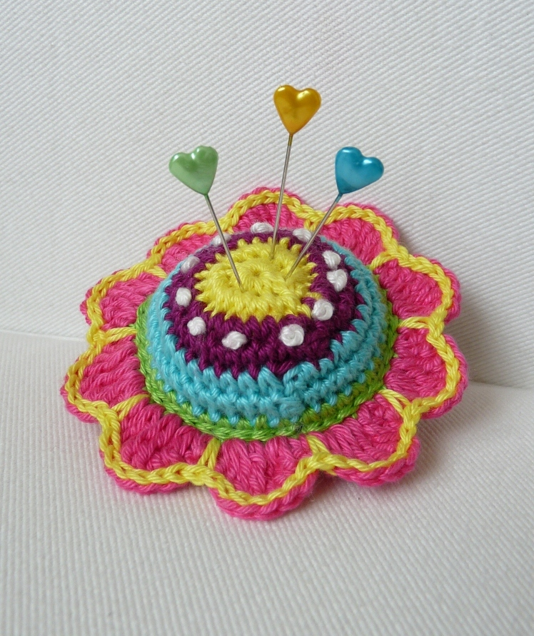 Crochet Flower Pincushion Pattern : TeenyWeenyDesign: Quite quiet..
