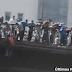 Egipcios se lanzan al vacío para evitar disparos del Ejército.- Vídeo