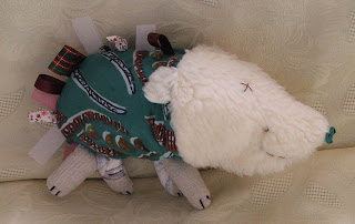 création d'une peluche vert blanc tissu imprimé pour enfants idéal cadeau de naissance tout l'univers créatif de mimi vermicelle