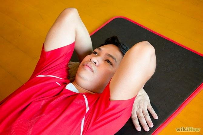 Flexione os joelhos e coloque os pés no tapete