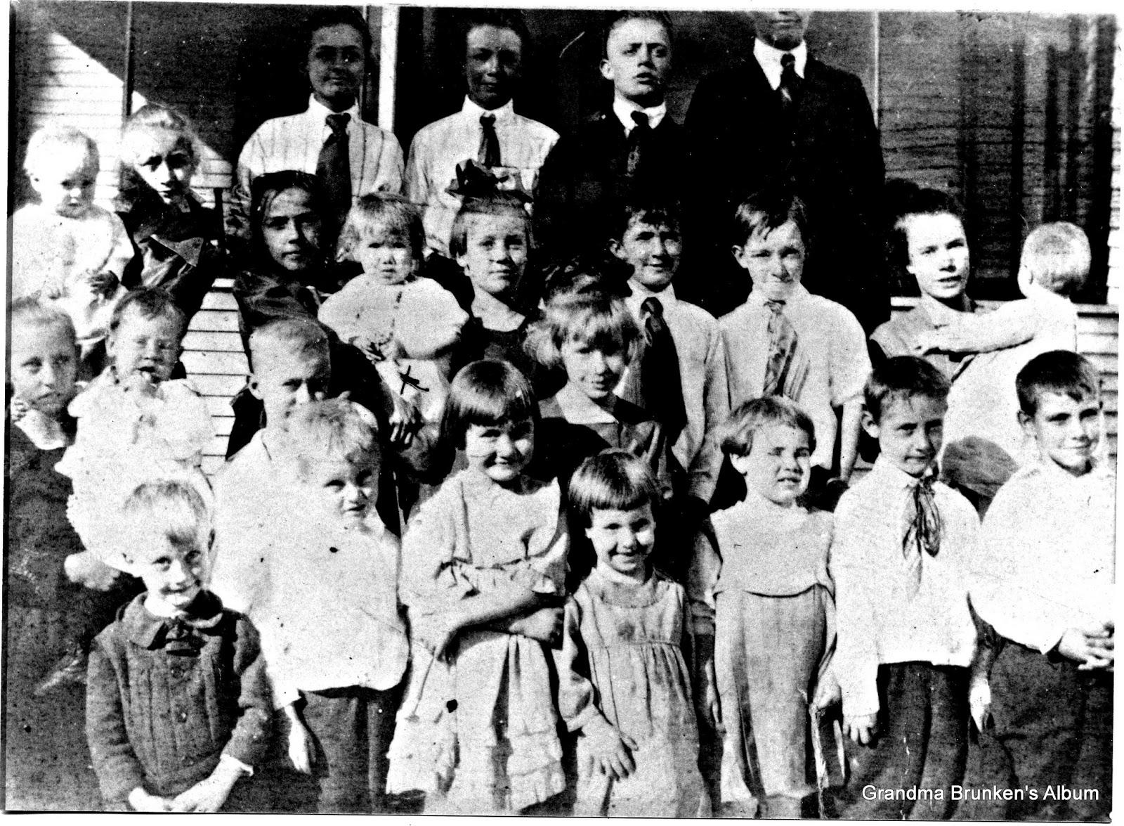 Grandchildren of Carsten Petersen, Sr. -  October 1921