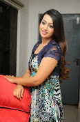 Ester Noronha Photos-thumbnail-4