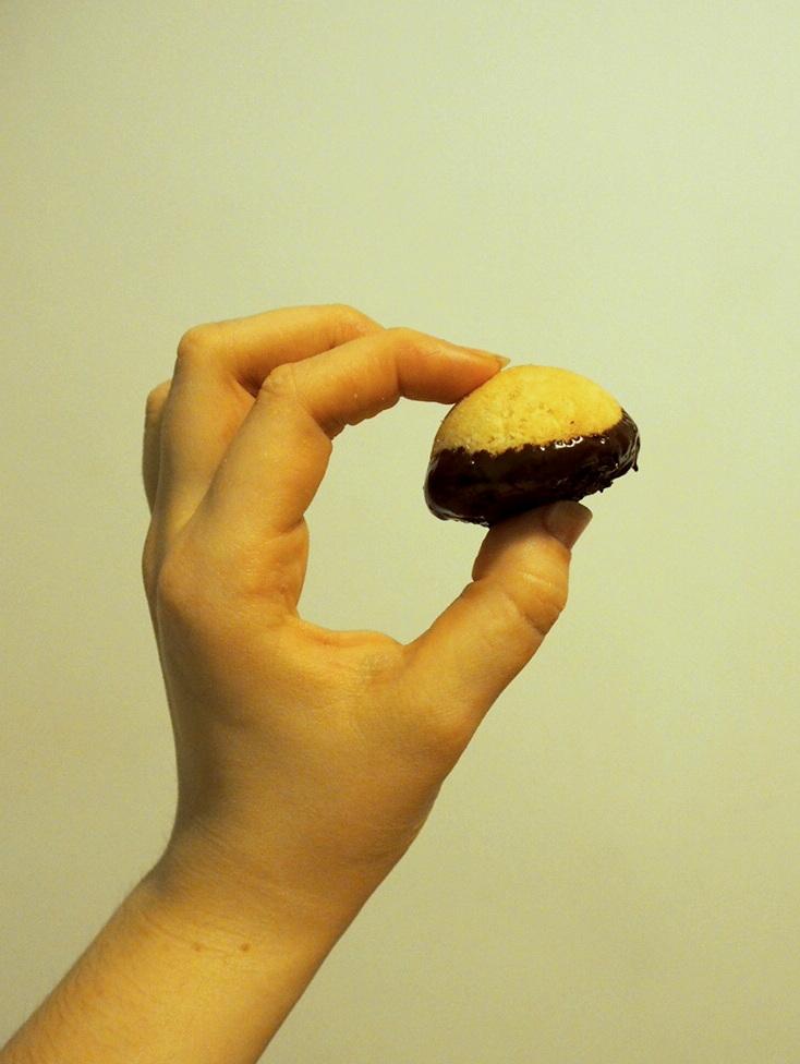 Recipe: Vegan Dark Chocolate Macaroons. #BAKEMASday3